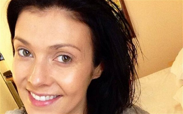 'No make-up selfie' trend helps cancer charity raise £1million in 24 hours