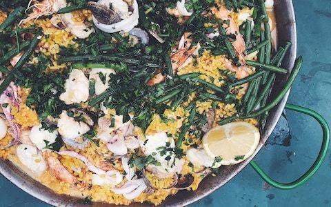 Friday night dinner: Seafood paella