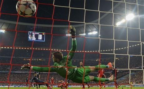 Bayern Munich v Manchester United: David Moyes accuses United of 'schoolboy defending'