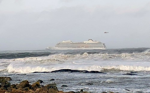 Helicopters airlift 1300 passengers and crew from SOS cruise ship off Norwegian coast