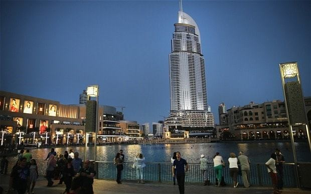 Dubai stock market tumbles raising spectre of second crisis