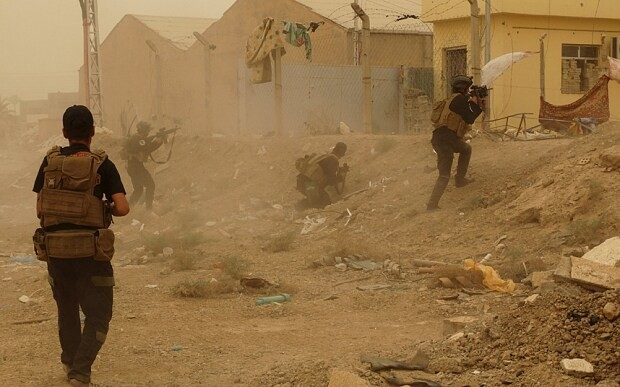 Isil 'seizes Iraqi city of Ramadi' as black flag appears on government buildings