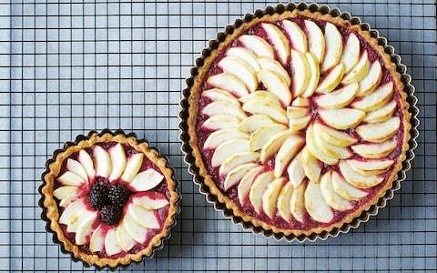 Sour cream, apple and blackberry tart recipe