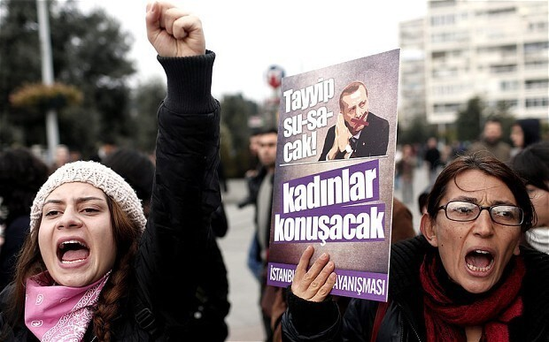 Turkey lashes out at EU 'interference' in corruption scandal