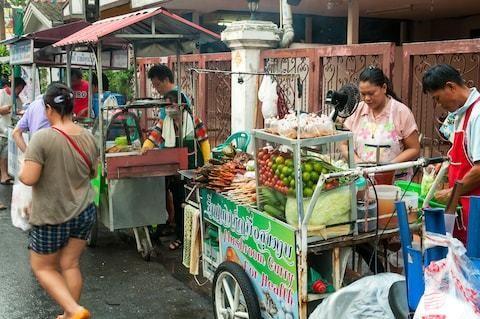 Bangkok to ban its famous street food stalls