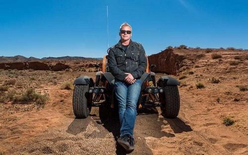 He was too tanned, too famous, too American – yet Matt LeBlanc's sleepy charm made Top Gear worth watching