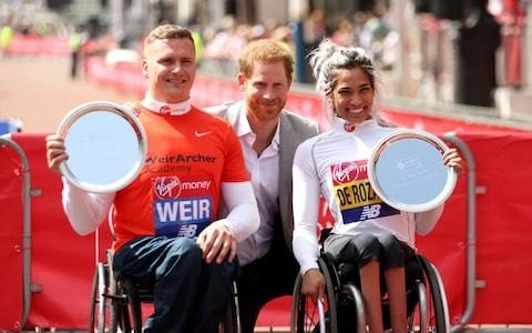 Prince Harry arrives at London Marathon after Queen starts it off