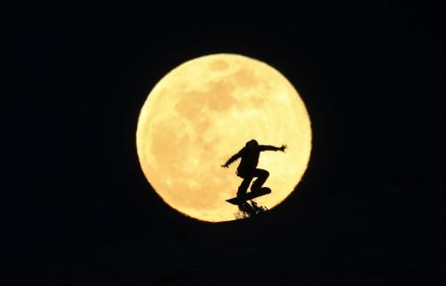 Photos of the Super Snow Moon