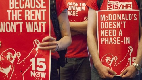 Why Warren Buffett Is Torn on the Minimum Wage