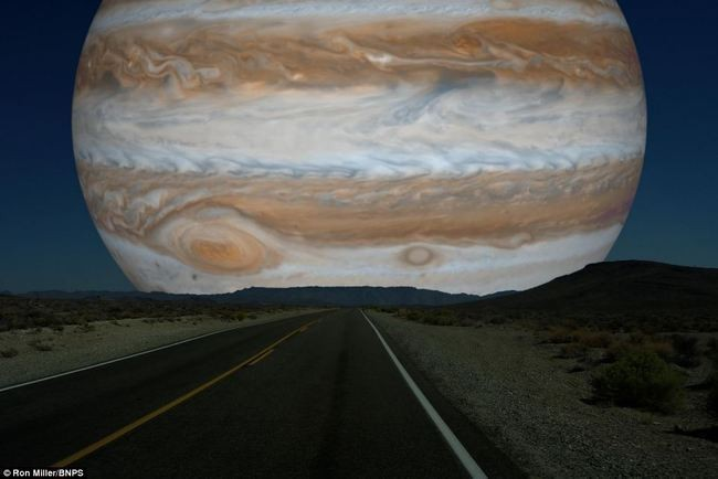 What the Night Sky Would Look Like If the Other Planets Were as Close as the Moon