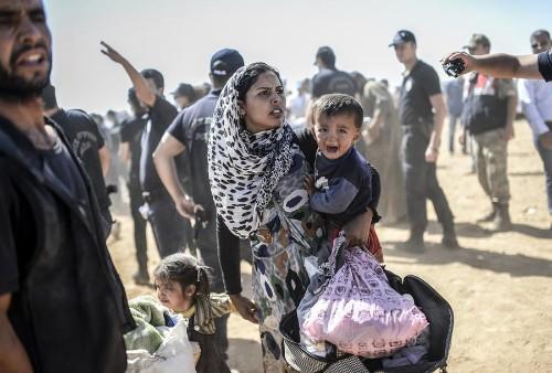 Fleeing ISIS, Syrian Kurds Swarm into Turkey