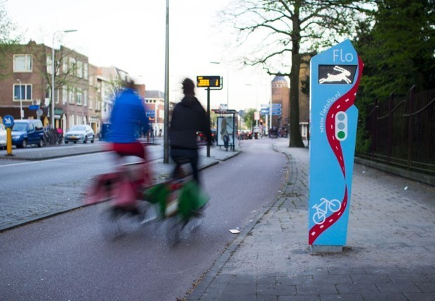 This Magic Dutch Traffic Light Helps Bicyclists Avoid Stopping