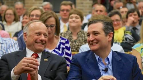 "In Iowa, Ted Cruz Wields Steve King Like a ""Knife"" on Immigration"