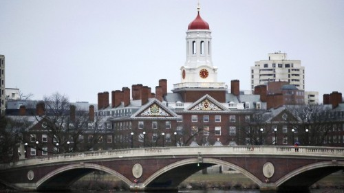 Elite Colleges Make Low-Income Students Feel Unwelcome