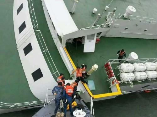 South Korea Ferry Sinks, Hundreds Missing