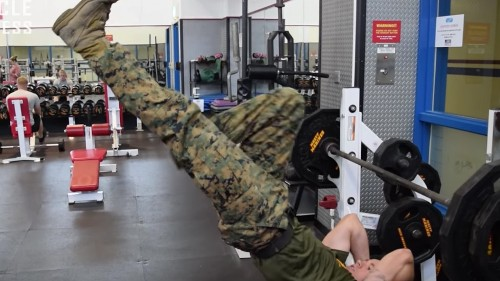 Watch: The things this U.S. Marine can do on a pull up bar seem almost unreal
