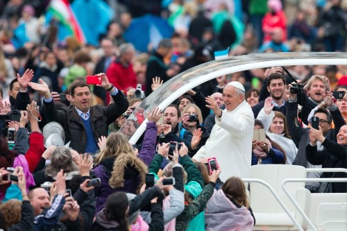Pope Francis Had an Urgent Prayer on Easter Sunday for World Caught Up in 'Absurd Bloodshed'