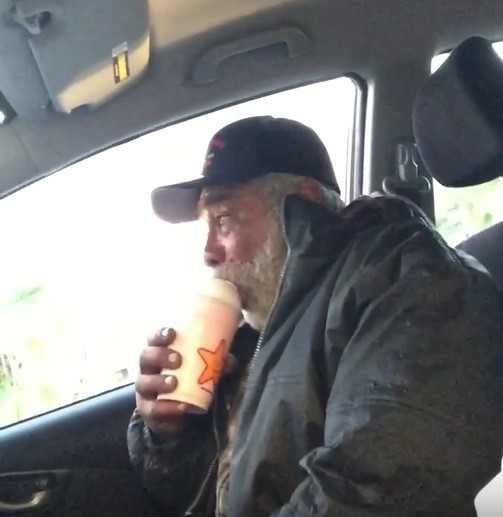 Homeless Veteran Asks Man for Spare Change to Buy Food — What He Gets Instead Leaves Vet Breaking Down in Tears