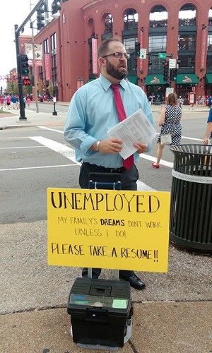 Unemployed St. Louis Man's Unorthodox Job Hunting Tactic Has Him Getting Offers From All Over the Country, World