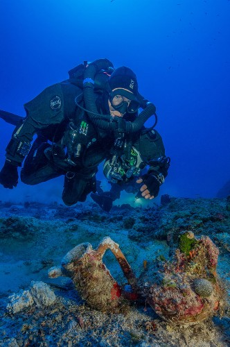 Artifacts Recovered From Over 2,000-Year-Old Shipwreck Reveal 'How the 1 Percent Lived in the Time of Caesar'