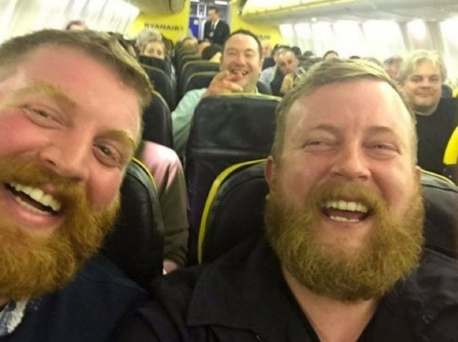 One Look at a Photo of Two Strangers Who Sat Next to Each Other on a Plane Will Explain Why It's Gone Viral