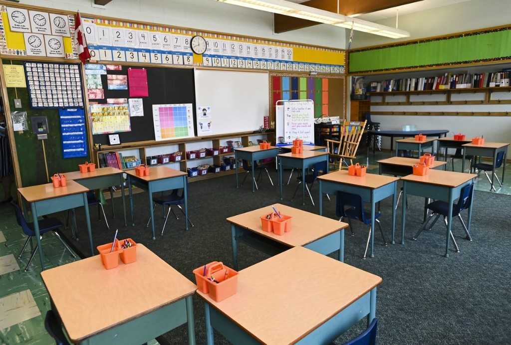 School boards struggle with software tech issues as teachers adapt to virtual learning