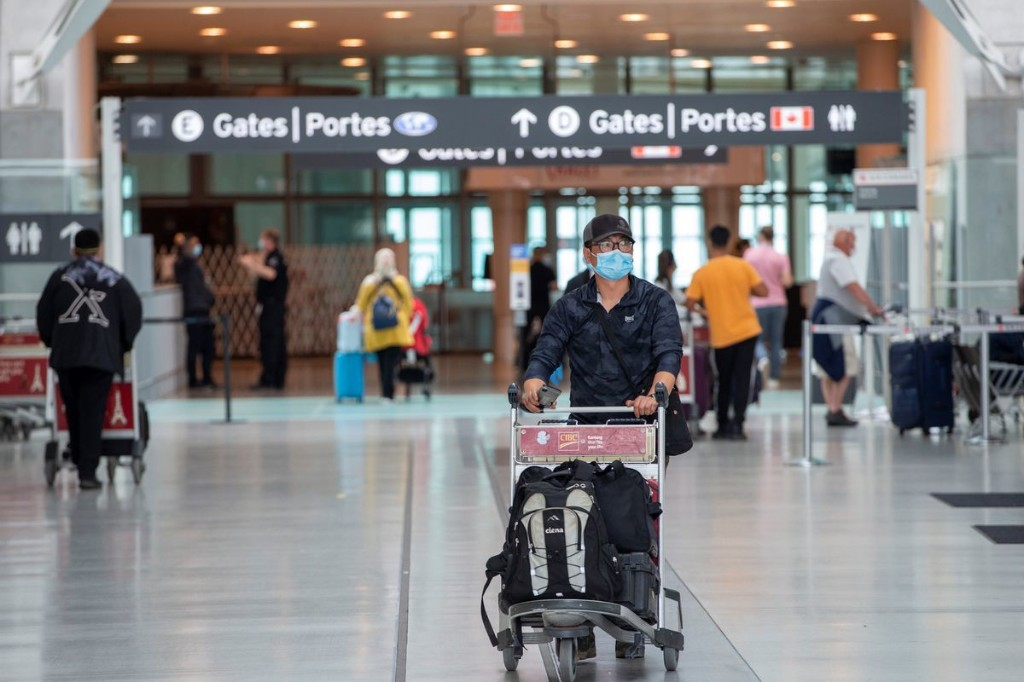 Experts concerned about increased risk of COVID-19 transmission on flights