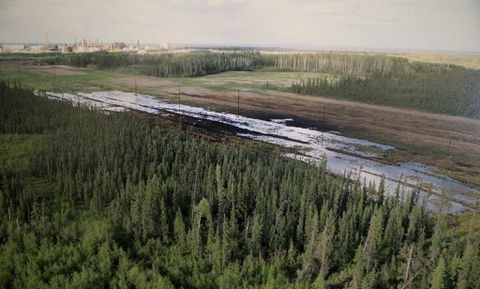 Alberta oil spill cleanup begins, but cause still uncertain