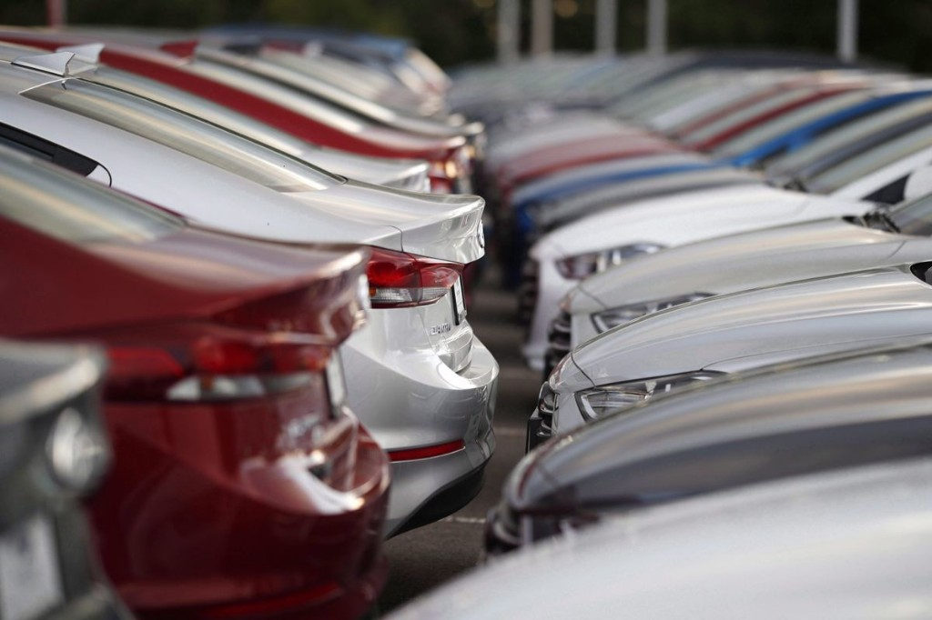 Canadian auto sales plummet by 'eye-popping' amount in March