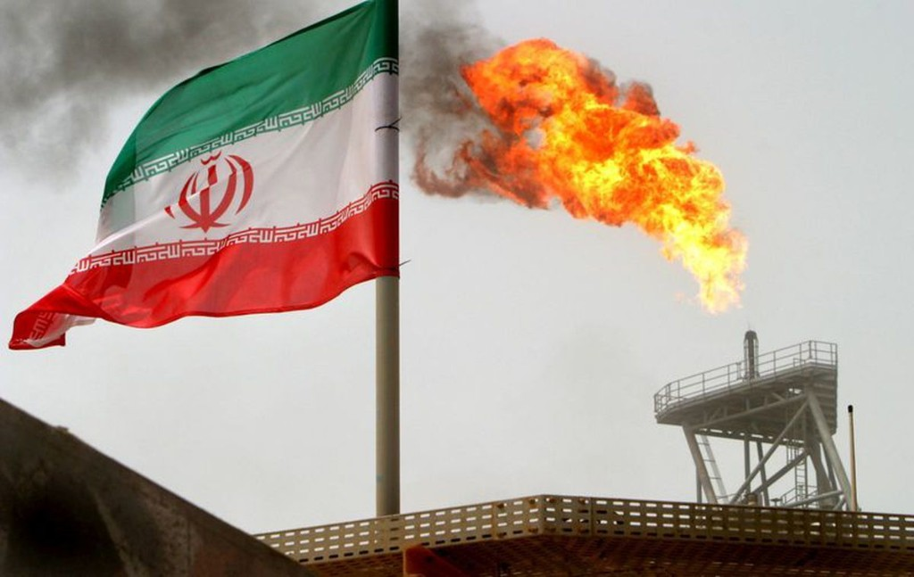Iran plans to export oil from the Gulf of Oman to avoid Strait of Hormuz
