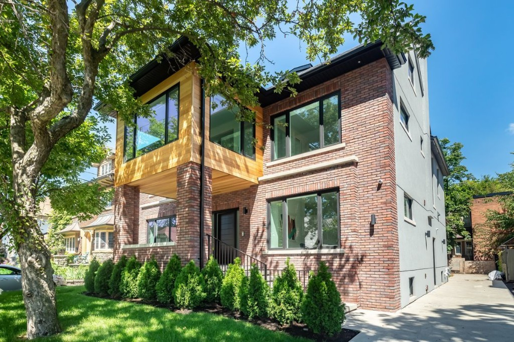 Luxury home sells under asking after marketing misfire