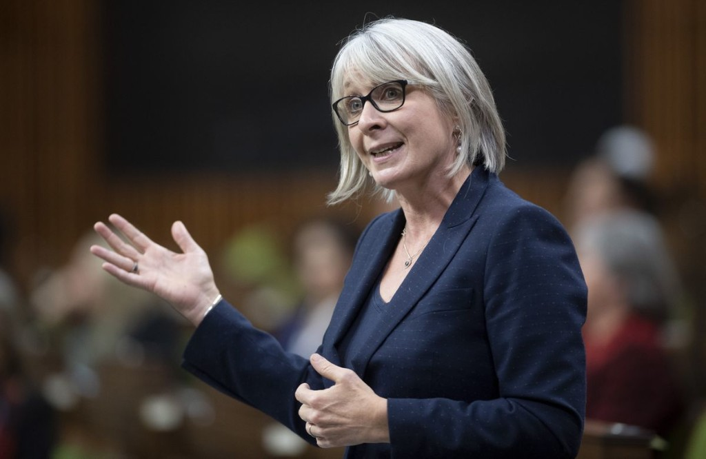 Hajdu praises balanced approach in Alberta pilot project that aims to cut quarantine times for travellers