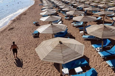 Egypt's tourist reservations plunge in wake of Russian plane crash