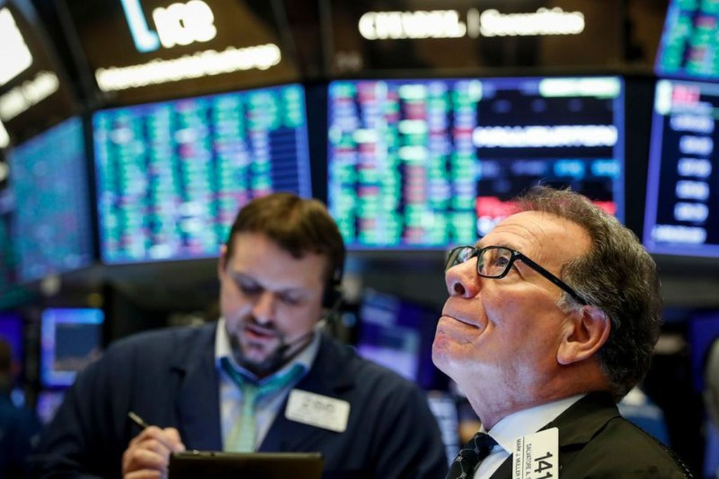 The close: Wall Street's rally fizzles as oil prices suddenly plunge