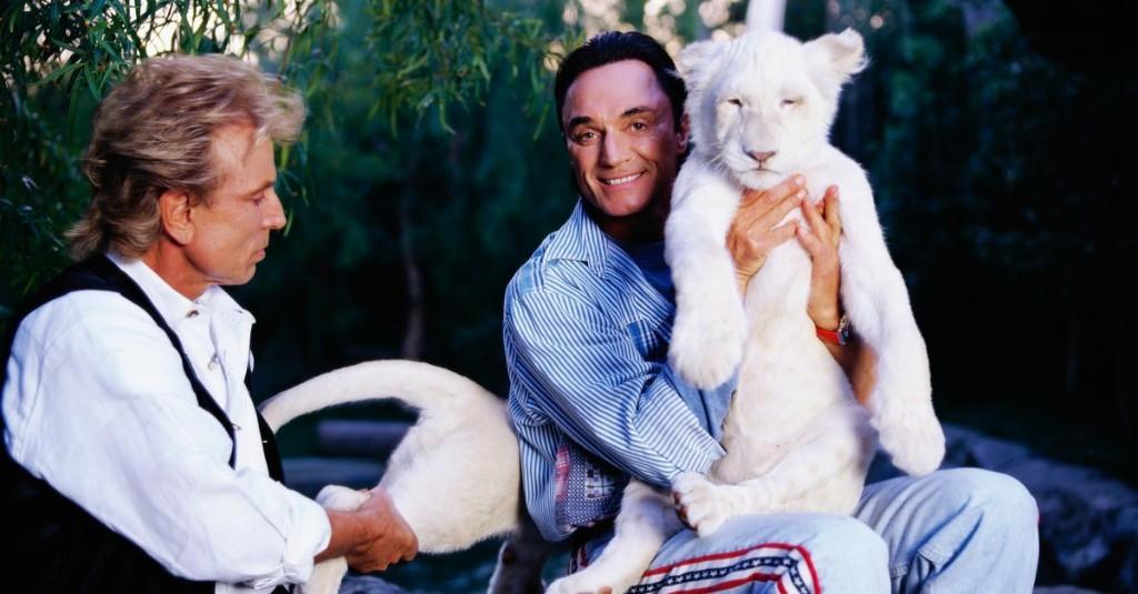 'Roy's Legacy Is All of Vegas.' Penn Jillette Remembers Magician Roy Horn