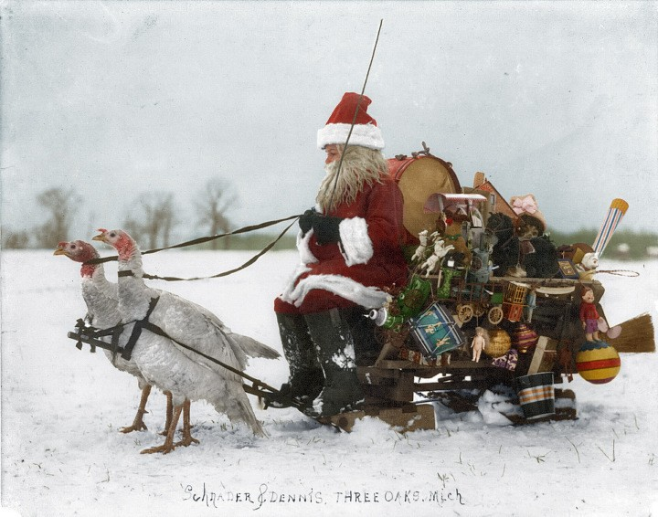 Colorized Photos Bring the Vintage Cheer of Holidays Past to Life