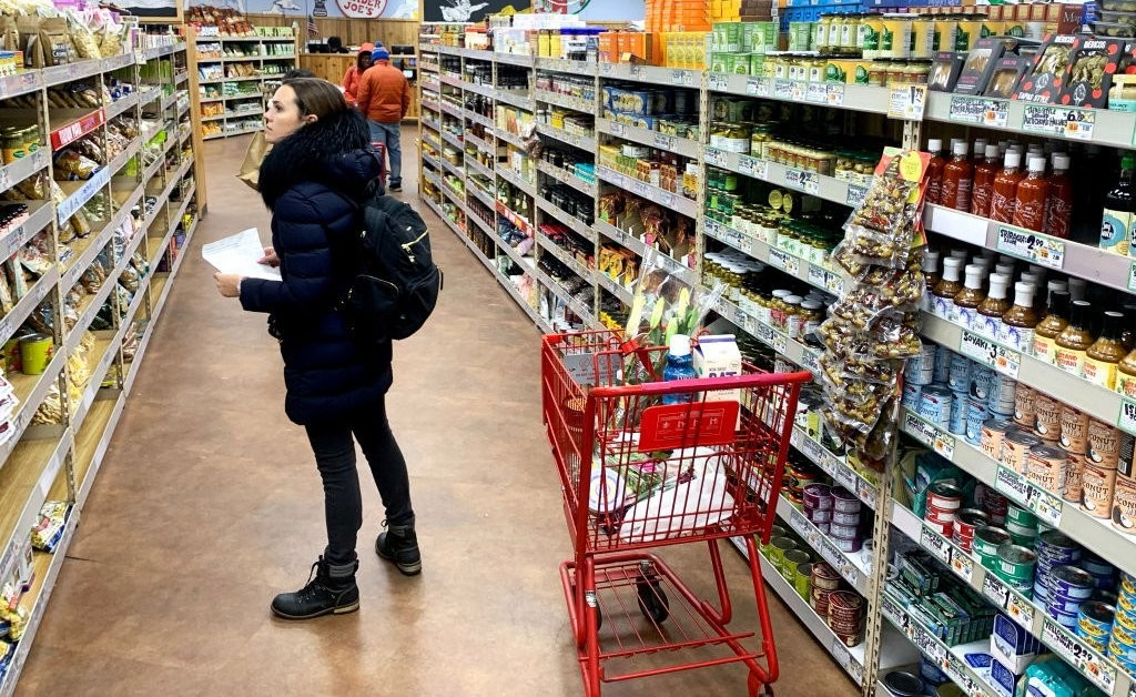 How Can You Safely Grocery Shop in the Time of Coronavirus? Here's What Experts Suggest