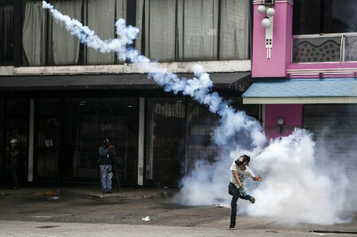 Venezuela Nears a Tipping Point, and a Violent Endgame
