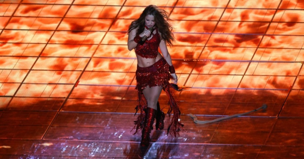 The Internet Rushes to Make a Meme Out of This Magic Shakira Super Bowl 2020 Halftime Show Moment