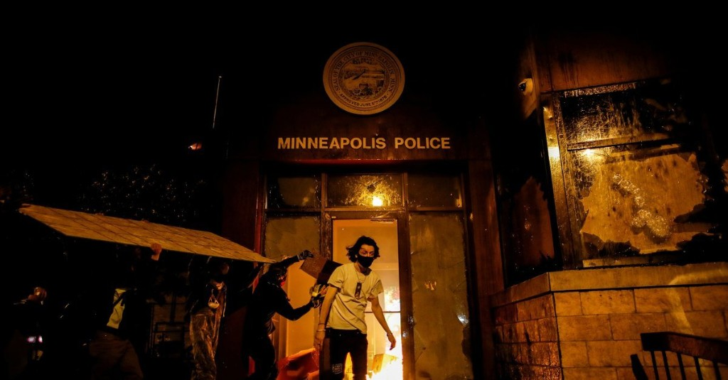 George Floyd Protesters Breach Minneapolis Police Precinct and Watch It Burn