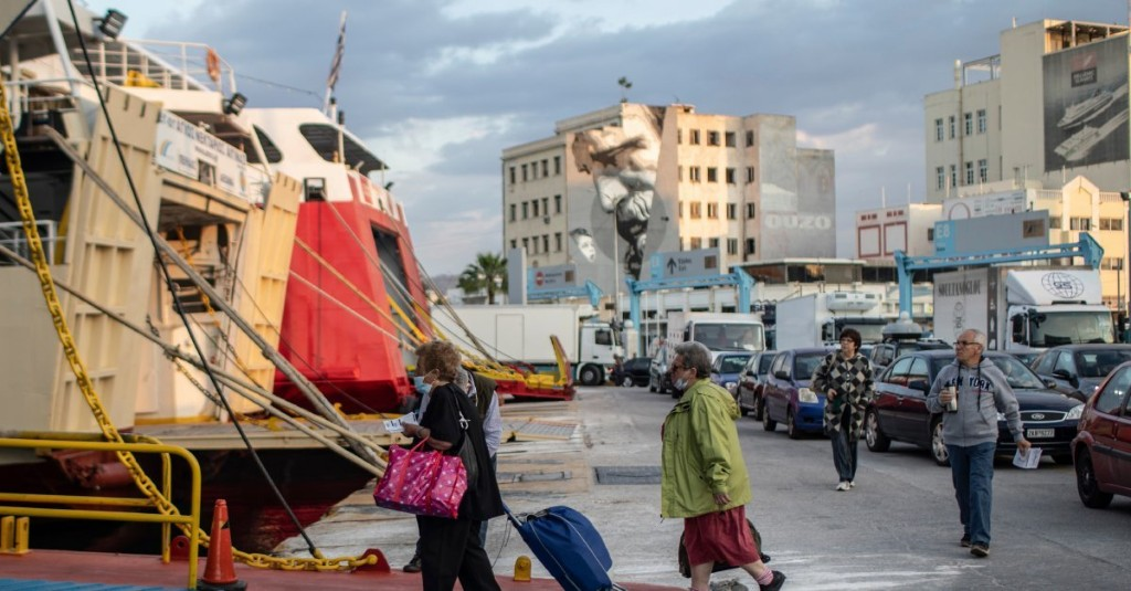 Greece Reopens Cafes, Island Ferries in Effort to Salvage Its Tourism Season
