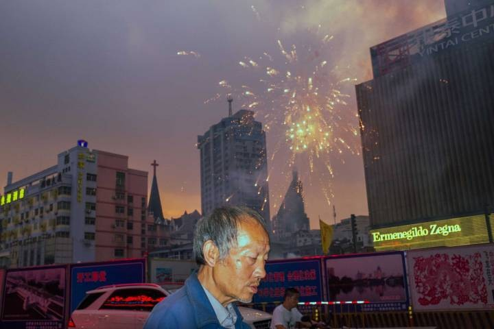 Meet the Amateur Street Photographer Taking China by Storm