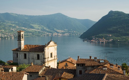 This Gorgeous Lake in Italy Is Even More Amazing Than Lake Como