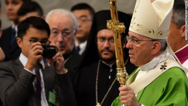 Vatican backtracks on gay comments