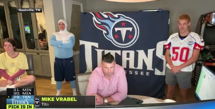Mike Vrabel Clarified His Son Was Not The Toilet In A Draft Live Shot