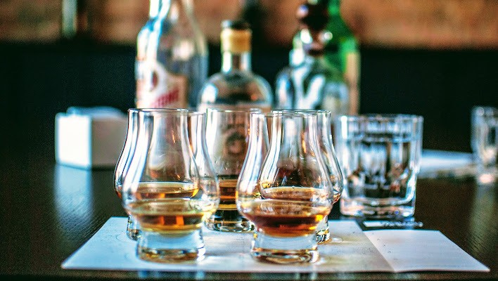 The Best Bourbons And American Whiskeys, According To Whiskey Experts