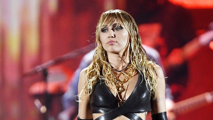 Miley Cyrus Pranked Iggy Azalea With A Fake Fire On Their Livestream