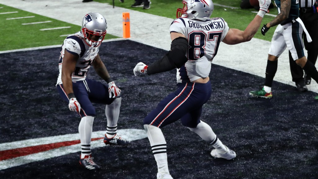 Twitter reacts to the news that Gronk will return for the 2018 season