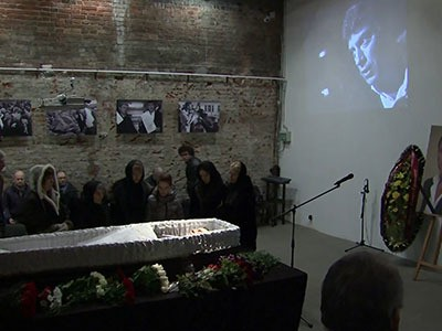 Mourners pay respects to Russian opposition leader