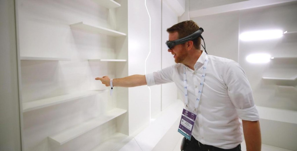 Finance sector embraces VR to make remote working more interesting